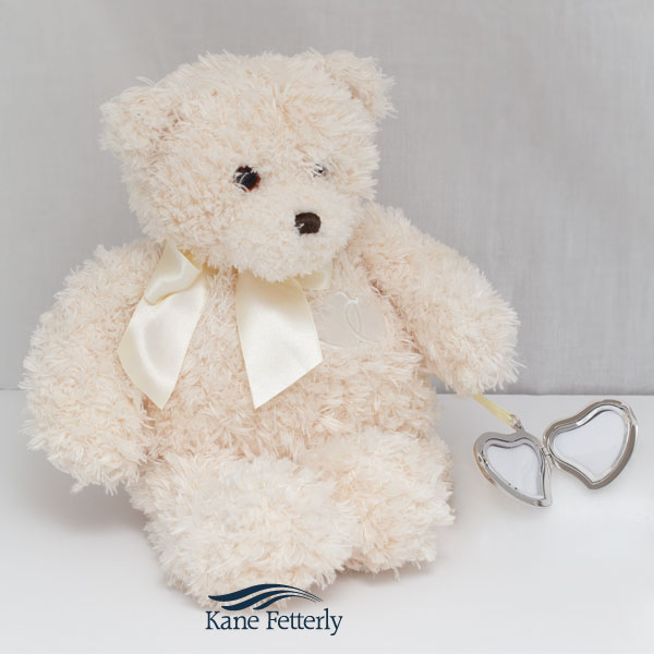 U5001 Teddy bear urn with heart locket