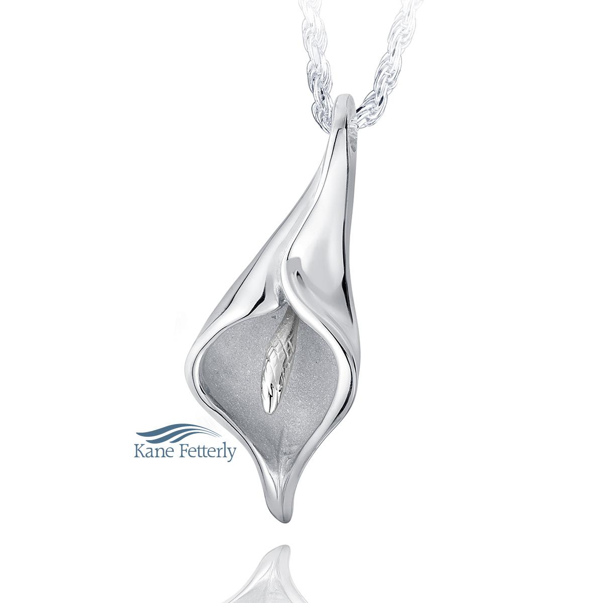 J0136 Calla lily pendant in sterling silver