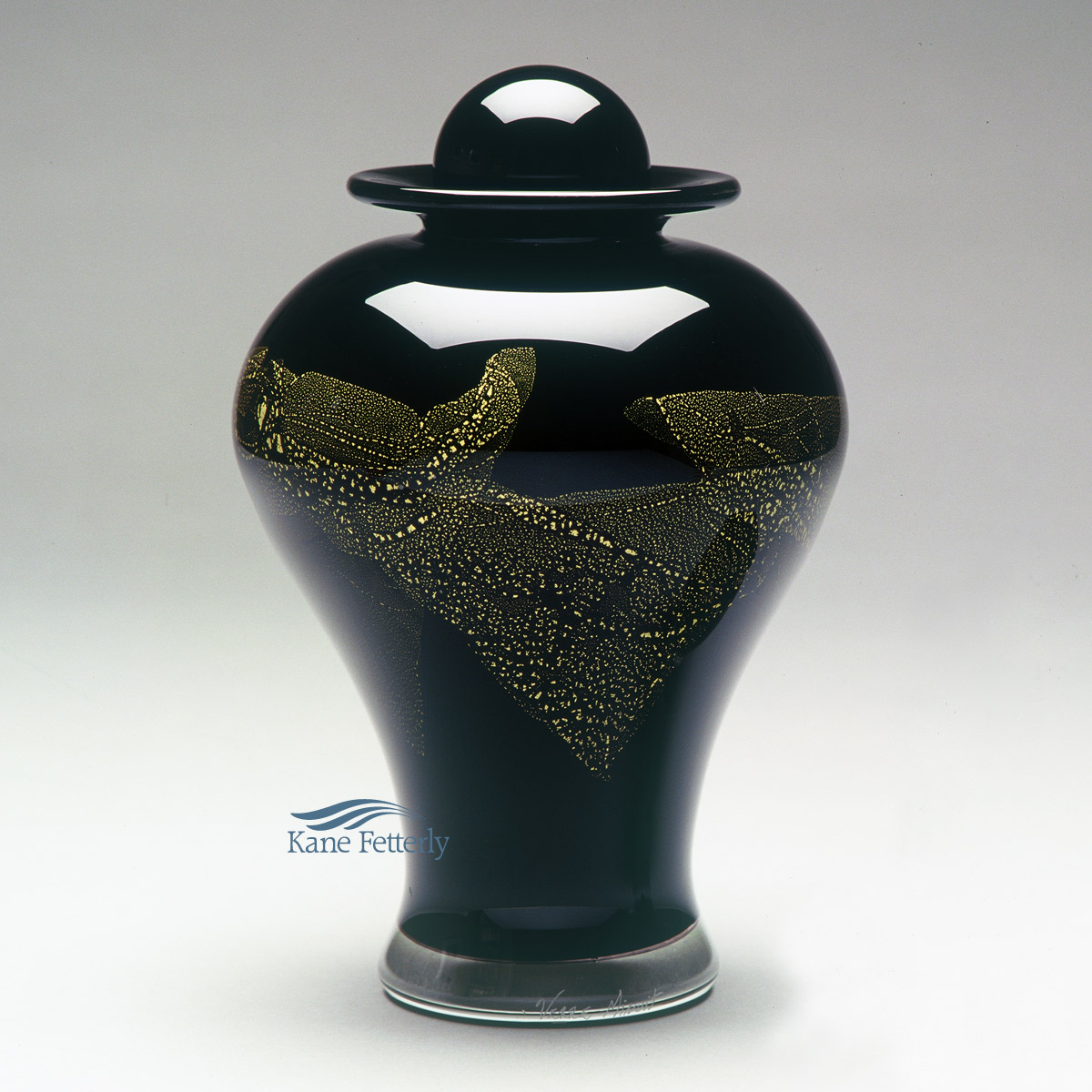 U8220BG Hand-blown glass urn