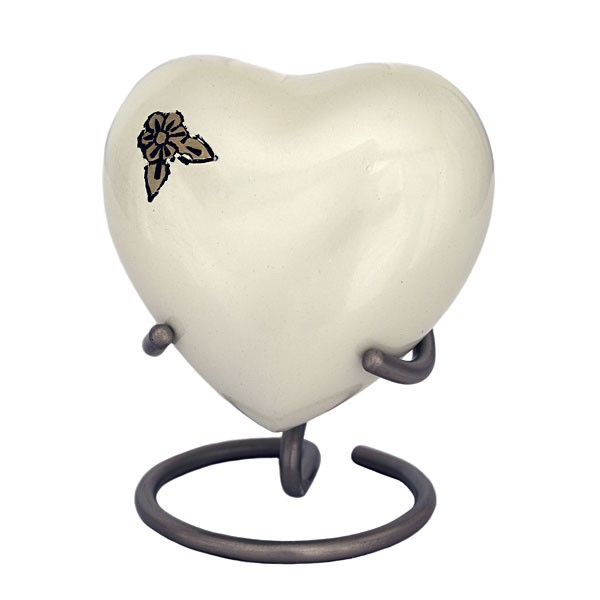 U8647H Ivory brass heart with flower