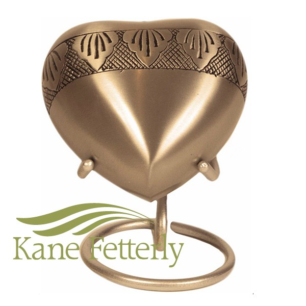 U8660H Gold brass heart with etched leaves