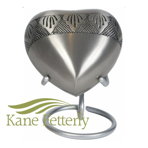 U8661H Silver heart miniature urn, decorative bands with etched leaves.