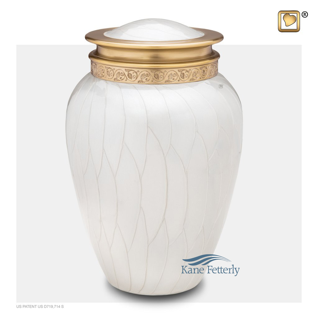 U8703 Brass urn with pearlescent finish
