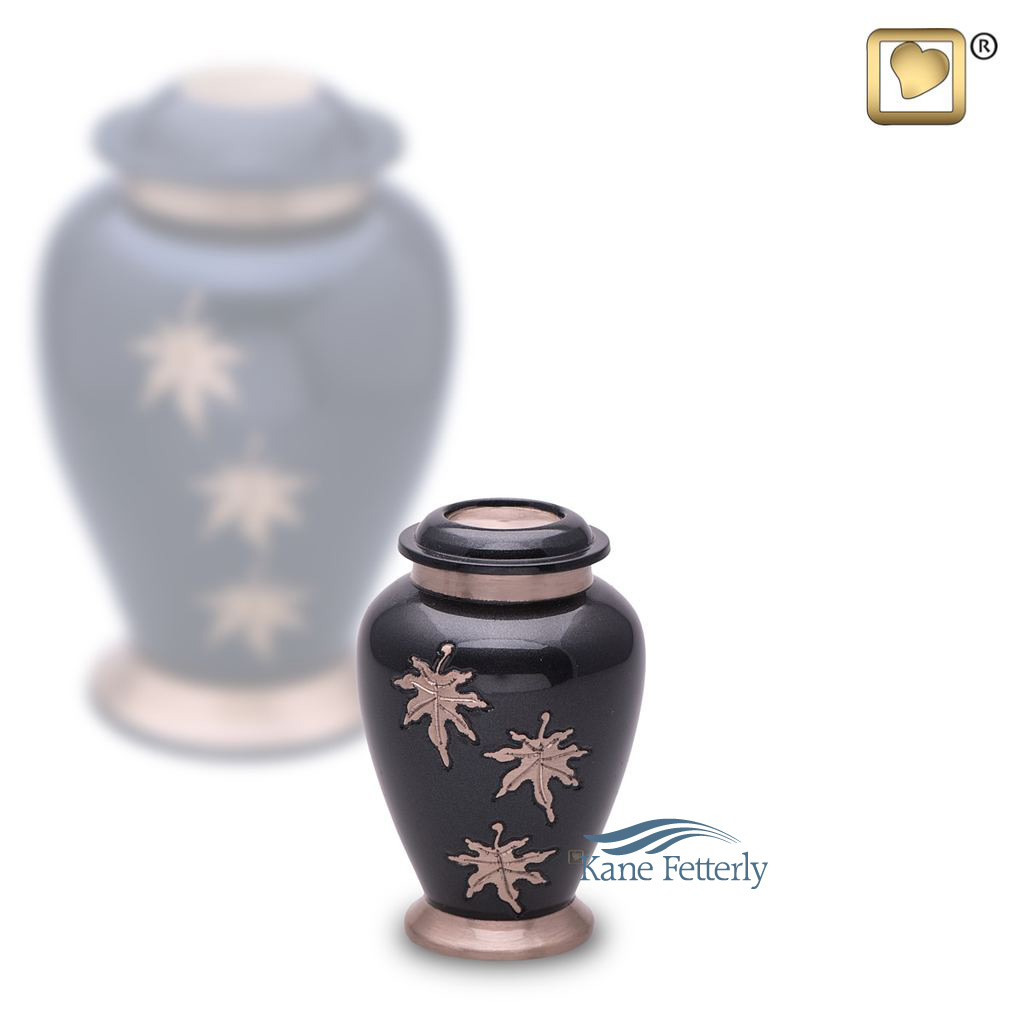 U8711K Brass miniature urn with leaves