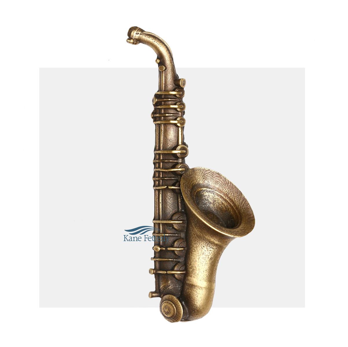 A0334 Saxophone - ornement pour urne