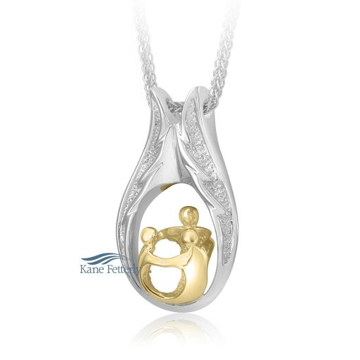 Cremation pendant featuring a parent with children