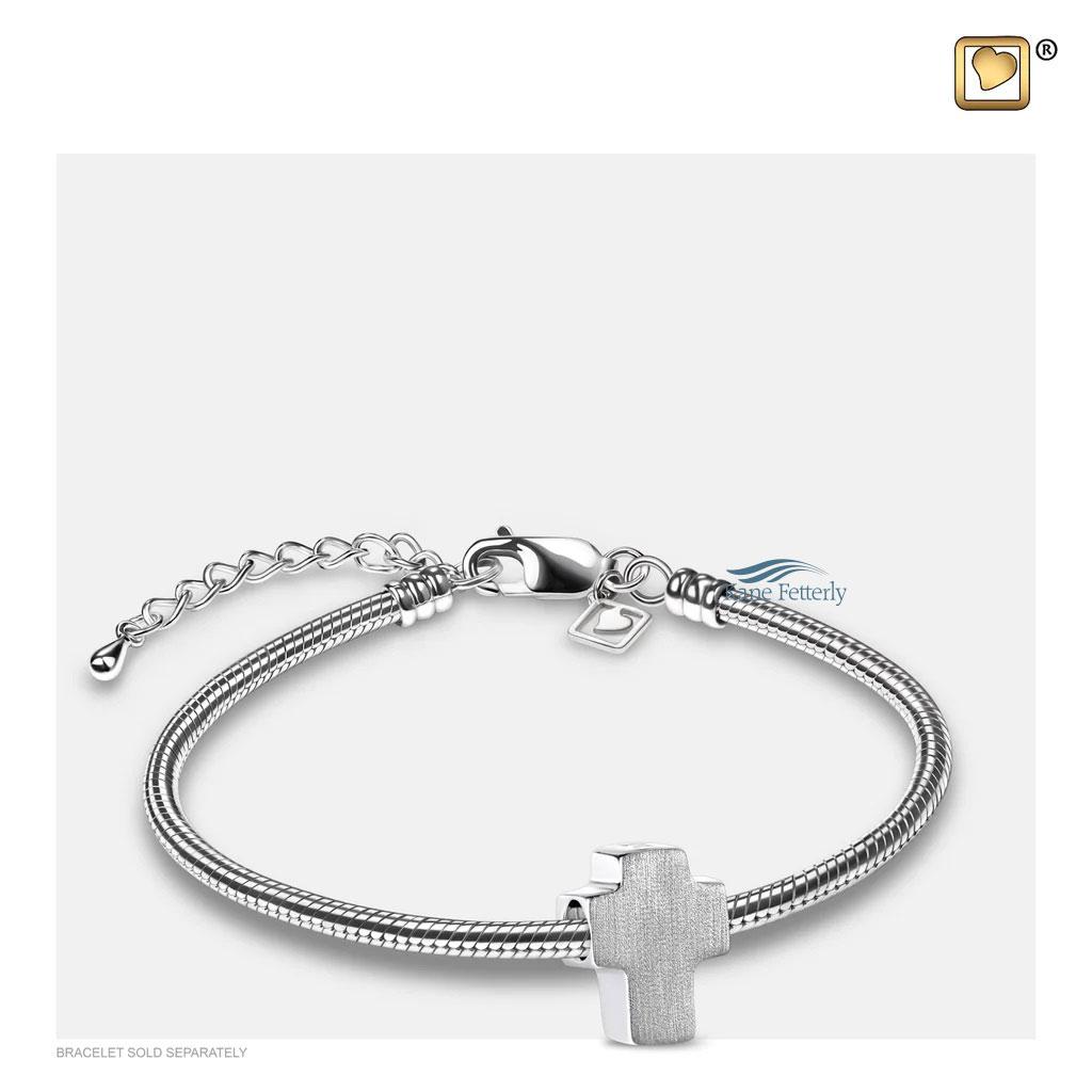 J0245 Breloque croix en argent sterling (illustré avec bracelet)