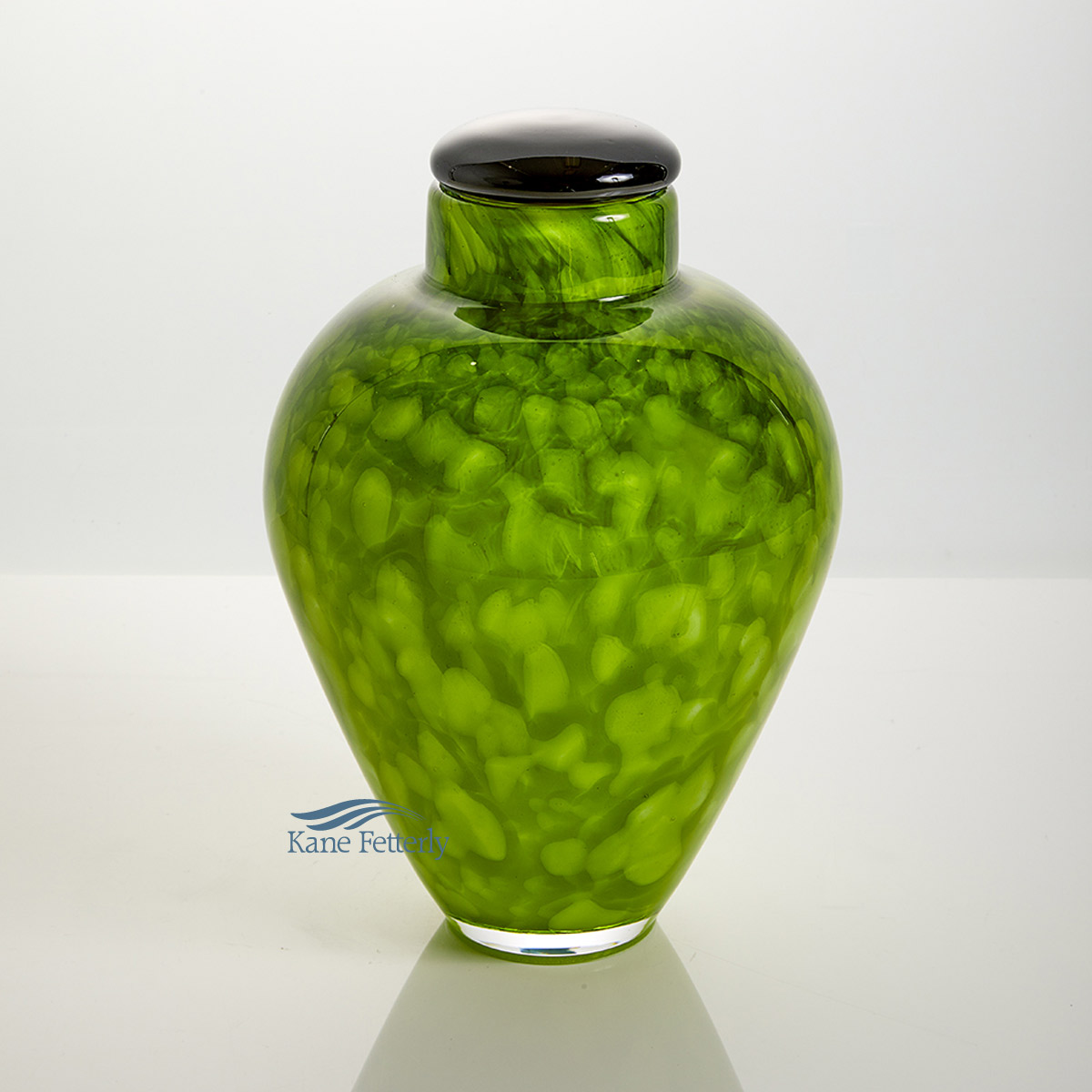 U8203 Green hand-blown glass urn