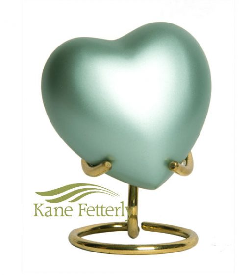 Urne miniature en laiton vert pâle en forme de coeur