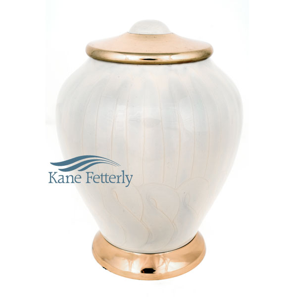U86840 Brass urn with pearlescent finish