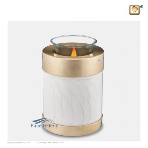 Urne miniature en bougeoiren laiton blanc dotée de bandes dorées