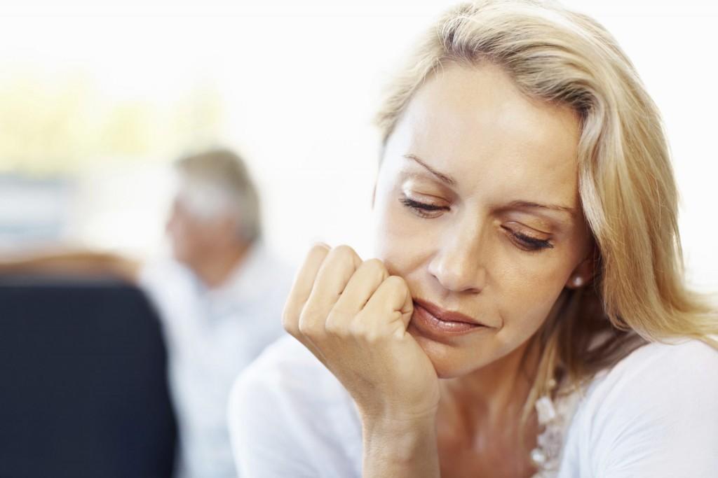Femme perdue dans ses pensées
